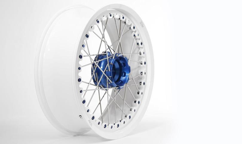 Kineo Wheels White & Blue